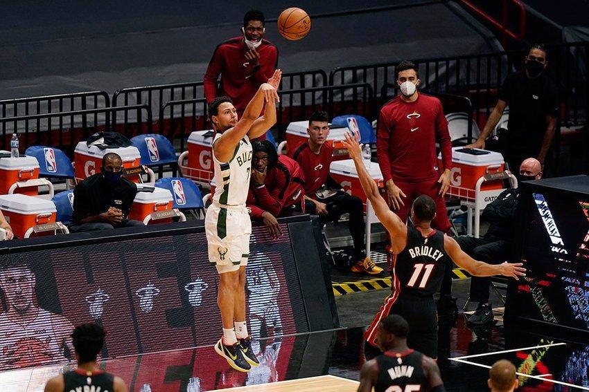 large Bucks Heat Basketball  eedecada a
