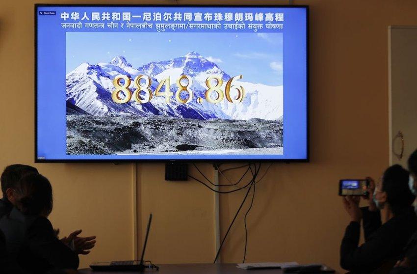 large Mount Everest fbb