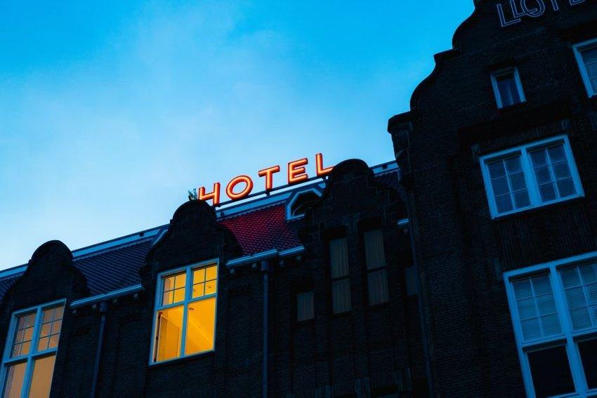large hotel unsplash eebc