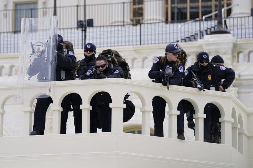 large kapitol policajti baf