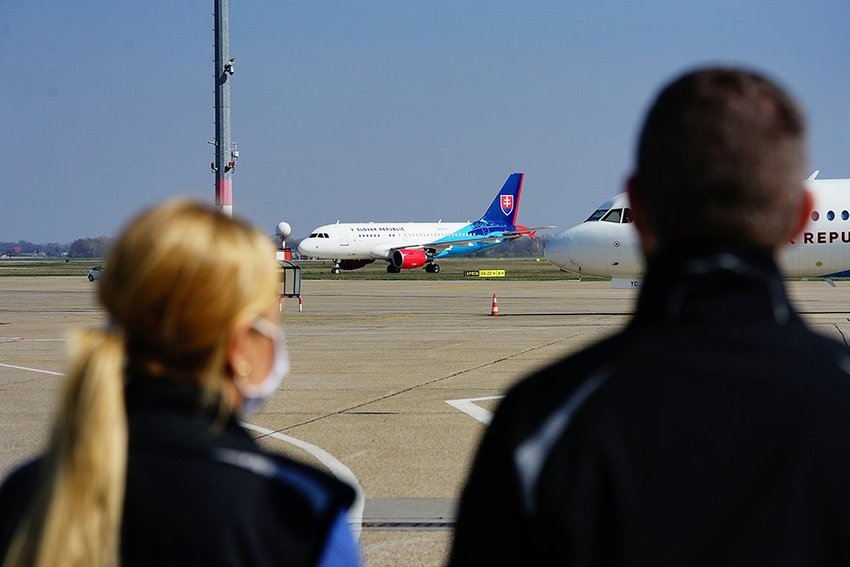 large letisko M R Stefanika ae