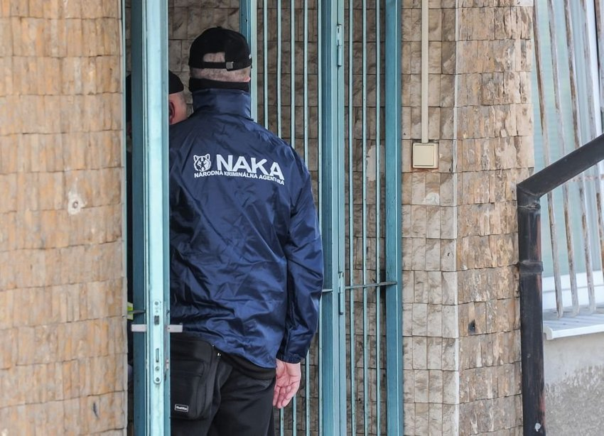large naka eaeb