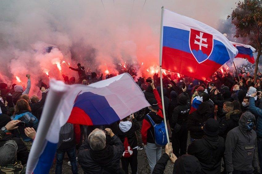 large protest ultras demonstracia policia bratislava  bccc