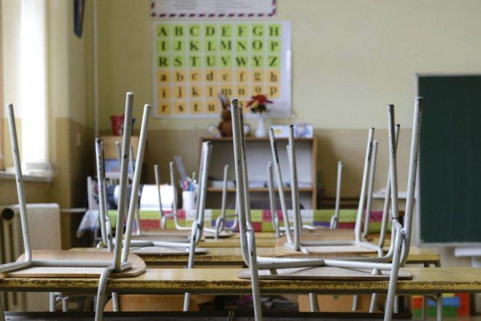 zakladna skola lavice trieda chripkove prazdniny adacf