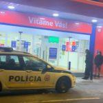 Dráma v Kežmarku: Muž mal najskôr zabiť rodičov a potom vtrhol do obchodu. Tu drží rukojemníčku