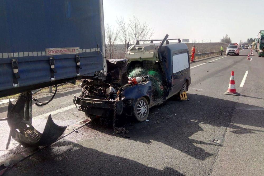 Nehoda na R1