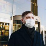 Podľa štúdie CDC dvojité rúško dvojnásobne lepšie blokuje kvapôčky s vírusmi