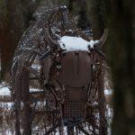 Vyberte sa do Šrot parku. Pozvárané kusy kovu tvoria neobyčajnú ZOO priamo v lese