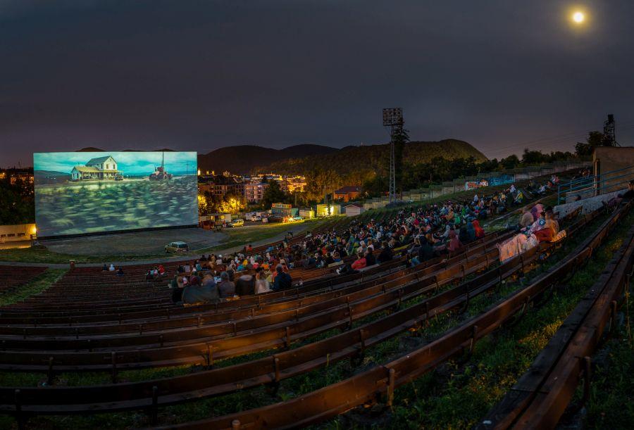 Prehliadka panoramatických filmov [ppf 2021] a jediné 70 mm premietanie pod holým nebom v Európe