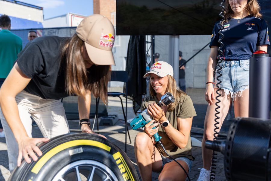 Red Bull Pit Stop Challenge: Preteky s časom